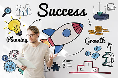 Man infront of a wall which shows the ways to successfull startups